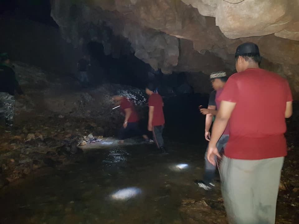 Rakaman Firasat Ibu Kuat Mengatakan Acap Berada Dalam Gua, Sukarelawan Mula Redah Gua Jam 12 Malam Semalam